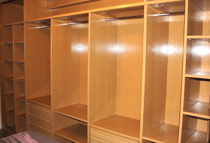 Vestidores maderas benayas s l l for Closet de madera para dormitorios pequenos
